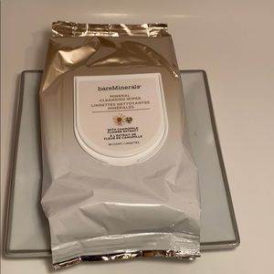 Bare Minerals cleansing wipes